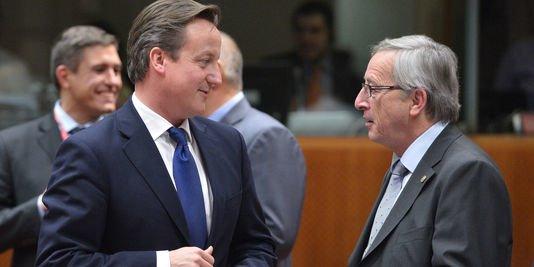 David Cameron et Jean-CLaude Juncker le 22 novembre 2012 à Bruxelles - AFP/BERTRAND LANGLOIS