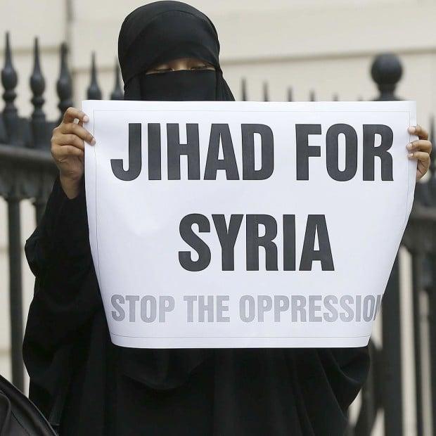 Une Anglaise manifestant en faveur du jihad en Syrie - © Sipa