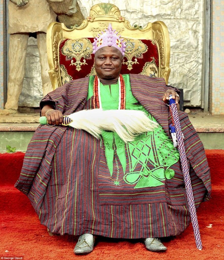 Sa Majesté Royale Oba Oyetunji Jimoh Olanipekun Larooyel - Il règne depuis 1976 sur 300 000 personnes