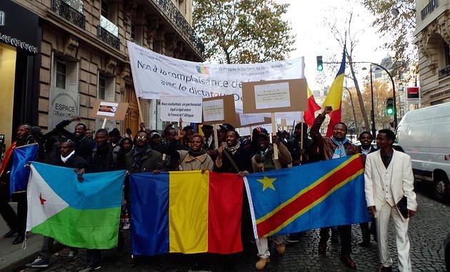 """Marche de soutien au collectif """"Trop c'est Trop"""", à Paris © www.patriotestchadiens.com"""