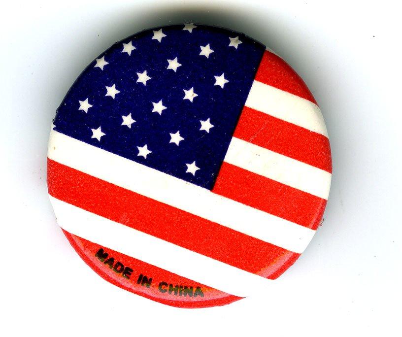 "Pin drapeau américain ""made in china"". Michael Mandiberg – © Flickr"