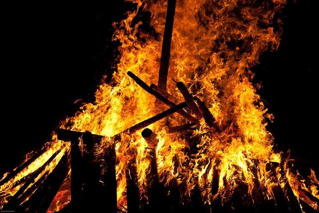 Brûle-t-on encore les sorcières ?