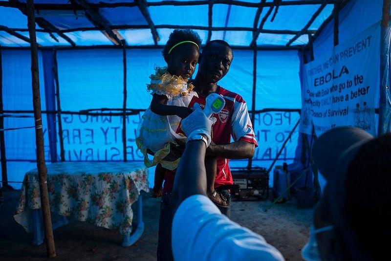 Une père et sa fille en Sierra Leone - © Unicef