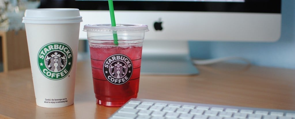 iMac and Starbucks © Flickr - oinomra