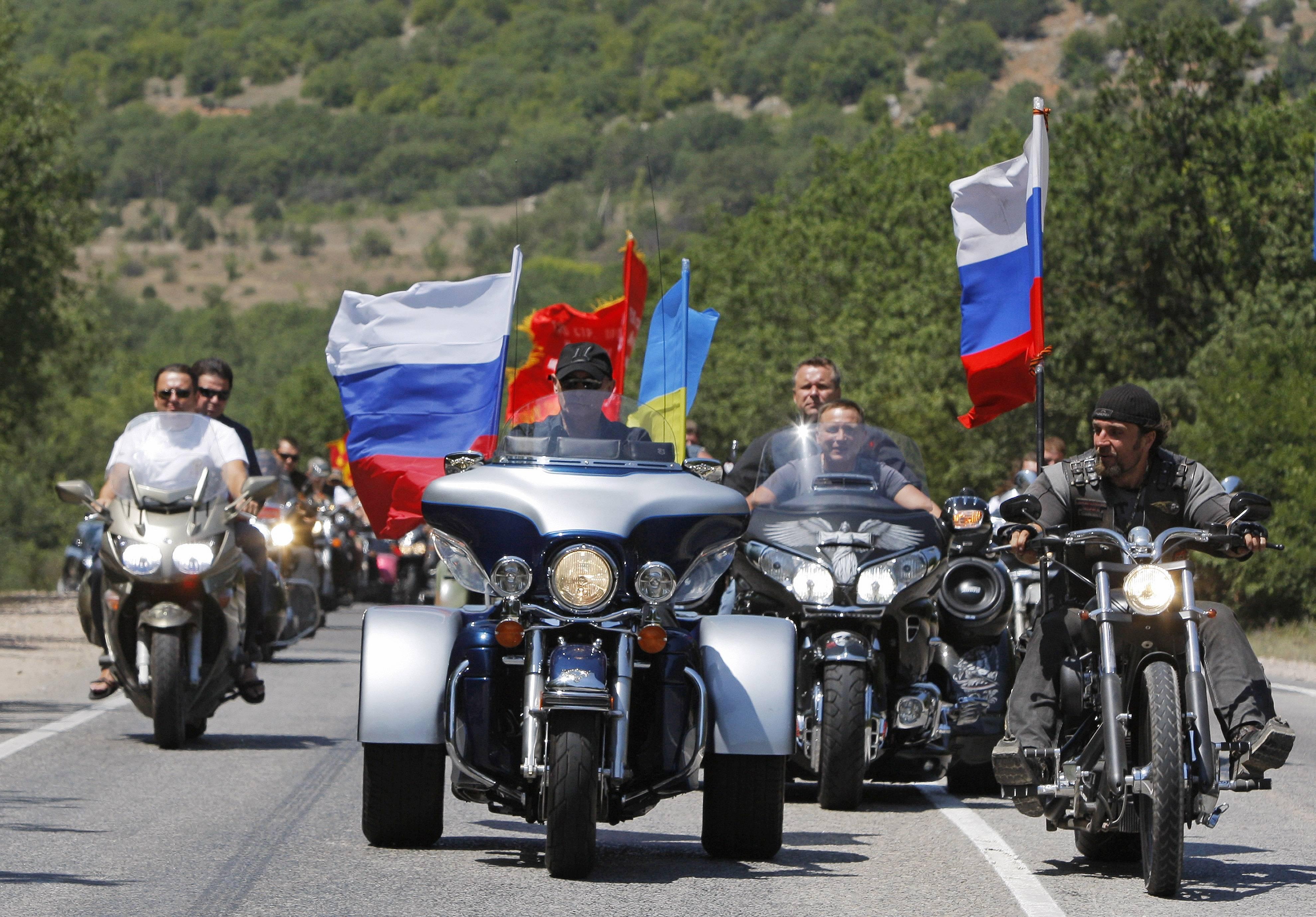 En 2010, Vladimir Poutine est accompagné des Loups de la Nuit pour un séjour en Crimée. Photo/Alexander Zemlianichenko,