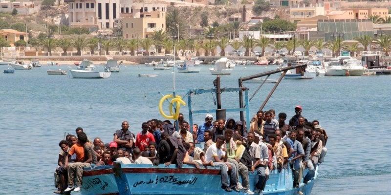 chaque-jours-des-centaines-de-migrants-quittent-les-cotes_2673513_800x400
